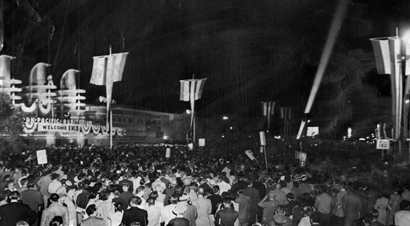 When Republican presidential candidate Dwight D. Eisenhower spoke inside the Pan-Pacific Auditorium on October 10, 1952, 20,000 fans and supporters waited outside to see him. Courtesy of the Herald-Examiner Collection, Los Angeles Public Library