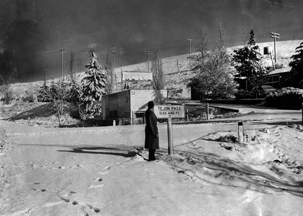A snowy Tejon Pass in 1954. Courtesy of the Herald-Examiner Collection, Los Angeles Public Library.
