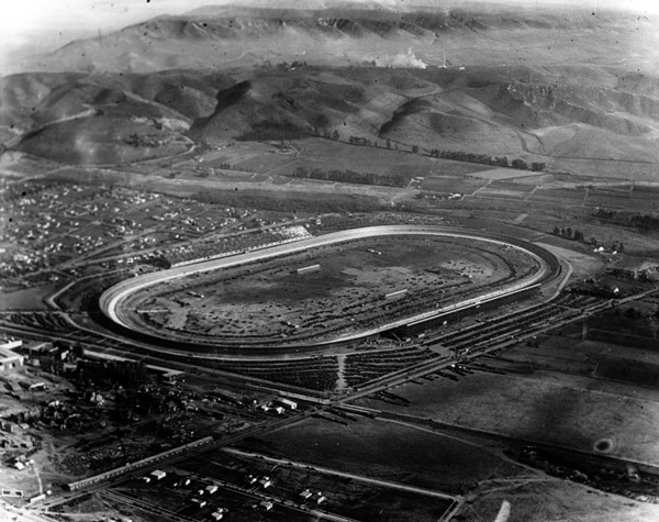 1924 aerial view of the Culver City Speedway, home to auto races between 1924 and 1927. Courtesy of the Photo Collection, Los Angeles Public Library.
