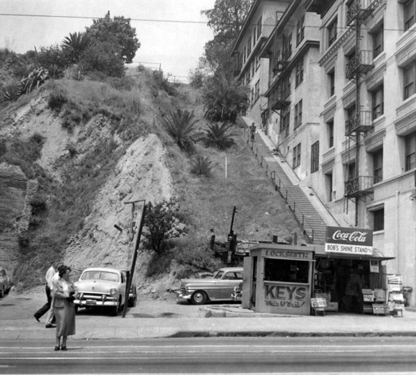 The site of Court Flight in 1954. The tracks have been removed, but a staircase still ascends along the old right-of-way. Courtesy of the Los Angeles Public Library Photograph Collection.