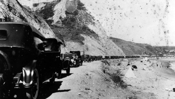 A parade of cars on the Roosevelt Highway, perhaps on the road's opening day in 1929. Courtesy of the Photo Collection, Los Angeles Public Library.
