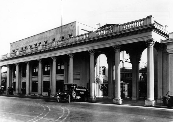 1916 view of the colonnade at the original main entrance to Ince's Triangle Studios, today the Sony Picture Studios. The colonnade still stands to this day. Courtesy of the Photo Collection, Los Angeles Public Library.