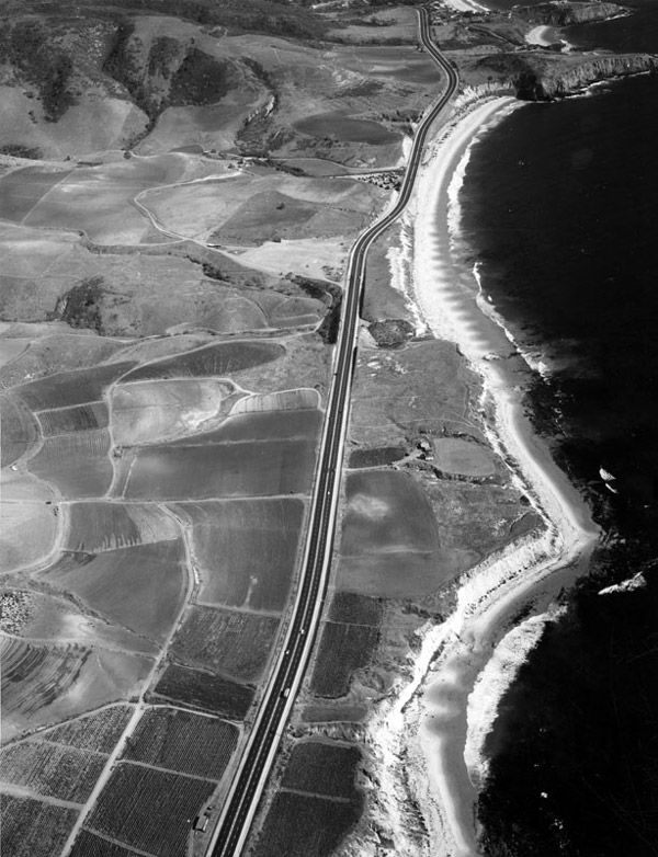 Circa 1940s aerial view of Pacific Coast Highway passing through Laguna Beach. Courtesy of the Photo Collection, Los Angeles Public Library.