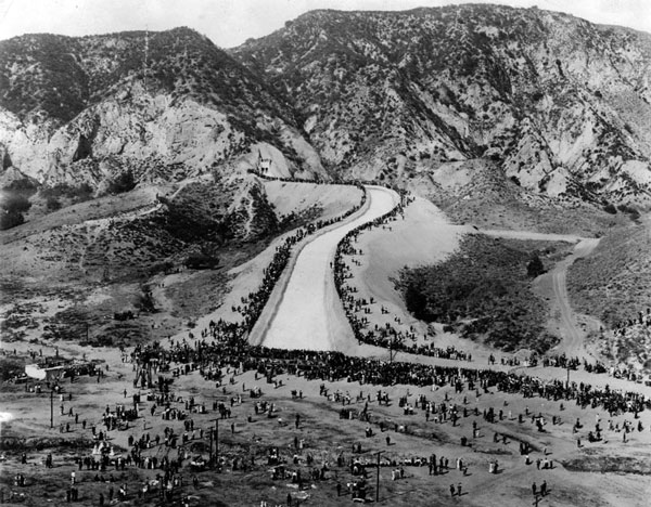 A crowd of roughly 30,000 came to see Owens River water flow out of the Sylmar Gates and into the San Fernando Valley. Courtesy of the Herald-Examiner Collection, Los Angeles Public Library.