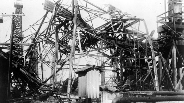 An oil derrick in Santa Ana, damaged by gusty winds. Courtesy of the Santa Ana History Room Photograph Collection, Santa Ana Public Library.