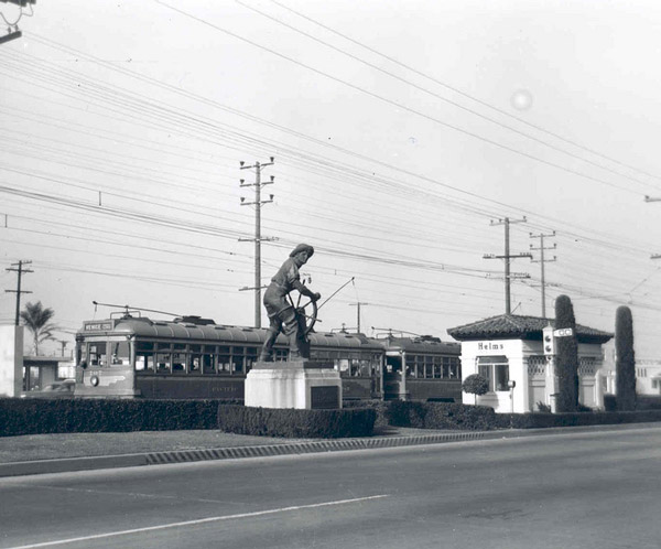 A Venice Short Line car passes by the Helms Bakery in 1949. Courtesy of the Metro Transportation Library and Archive. Used under a Creative Commons license.
