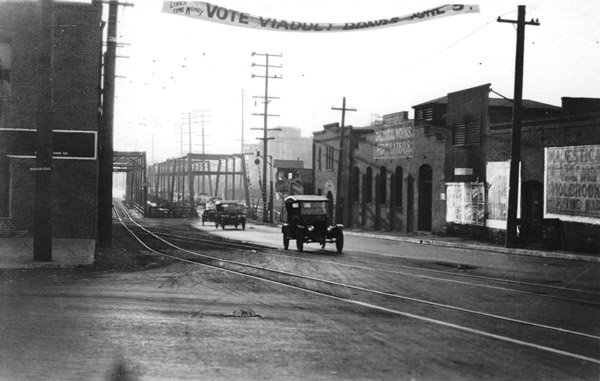 1923 view of the Macy Street bridge over the Los Angeles River. Courtesy of the Automobile Club of Southern California Archives.