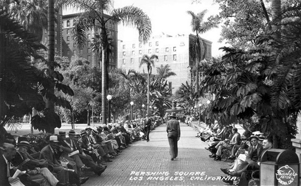 1941 postcard of Pershing Square. Courtesy of the Frasher Foto Postcard Collection, Pomona Public Library.