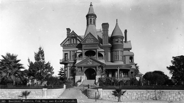 Circa 1890 view of the Bradbury Mansion on the corner of Hill Street and Court Street. Courtesy of the Title Insurance and Trust / C.C. Pierce Photography Collection, USC Libraries.