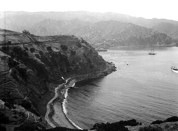 Circa 1905 view of Lovers Cove on Catalina, showing the funicular descending from a tea house at the summit. Courtesy of the Title Insurance and Trust / C.C. Pierce Photography Collection, USC Libraries.