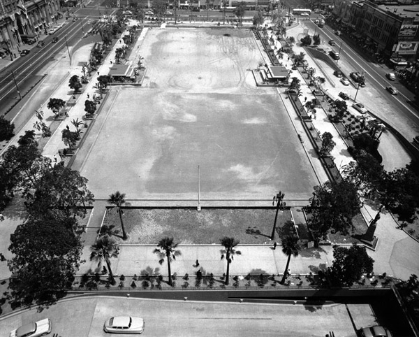 Aerial view of the nearly completed 1950s renovation of Pershing Square. Courtesy of the Los Angeles Area Chamber of Commerce Collection, USC Libraries.