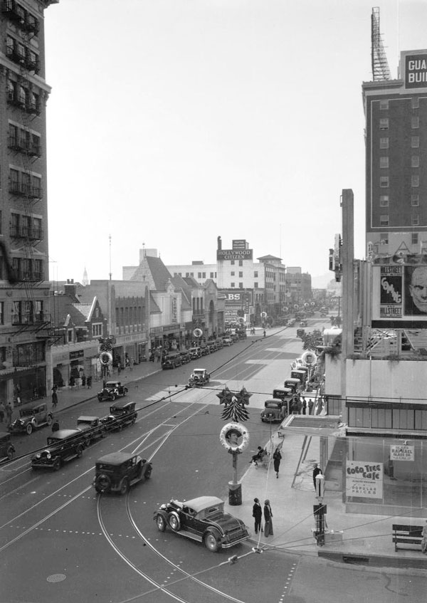 Birdseye view of Santa Claus Lane and Vine Street in 1932. Courtesy of the California Historical Society Collection, USC Libraries.