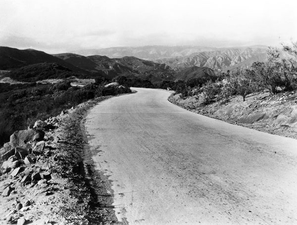 Ridge Route, circa 1920. Courtesy of the Los Angeles Area Chamber of Commerce Collection, USC Libraries.