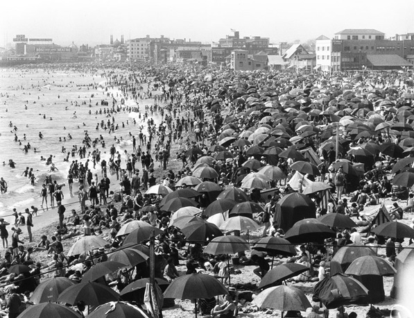 Crowded day at Ocean Park beach in Santa Monica. From the USC Libraries' California Historical Society Collection.