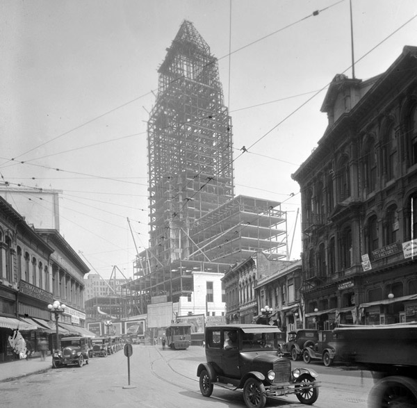 Los Angeles City Hall under construction, circa 1927. Courtesy of the California Historical Society Collection, USC Libraries.