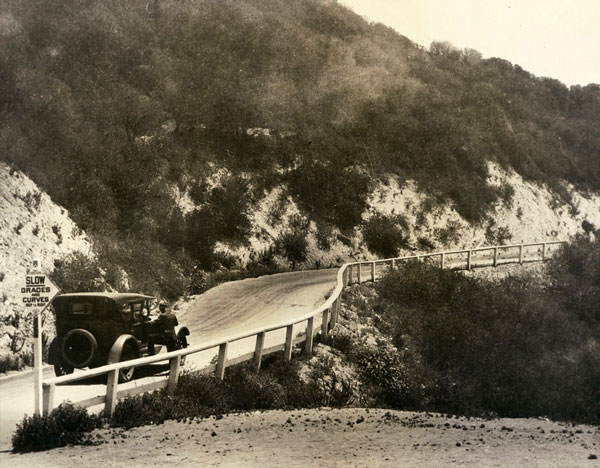 An automobile on the Ridge Route, circa 1925. Courtesy of the Los Angeles Area Chamber of Commerce Collection, USC Libraries.