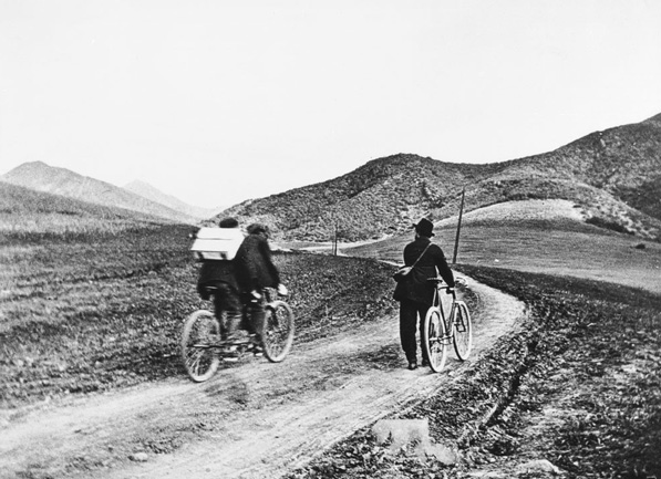Cyclists crossing Cahuenga Pass (present-day site of the Hollywood Freeway) in 1897. Courtesy of USC Digital Library - California Historical Society Collection.