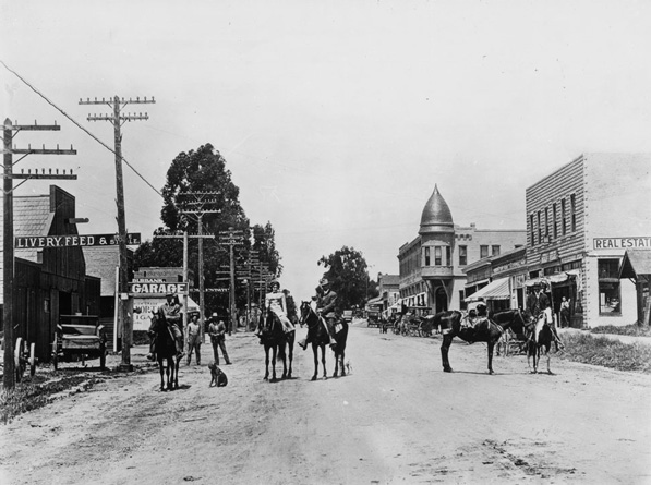 San Fernando Boulevard at Olive Avenue, circa 1910. Courtesy of the Title Insurance and Trust / C.C. Pierce Photography Collection, USC Libraries.