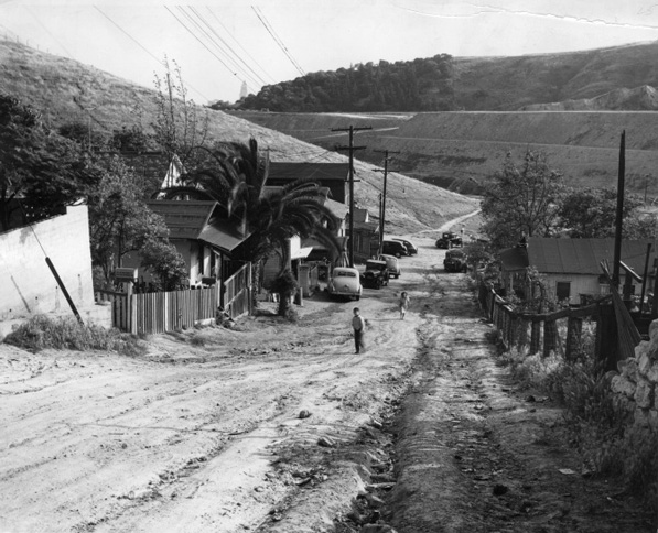 Chavez Ravine in 1950. Courtesy of the Southern California Library for Social Studies and Research, Housing Authority of the City of Los Angeles Photograph Collection.