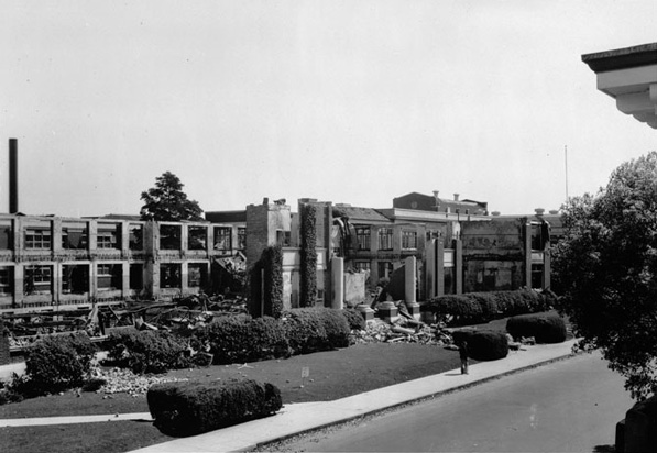 Huntington Park High School after the 1933 quake. Courtesy of USC Libraries's Special Collections - Title Insurance and Trust / C.C. Pierce Photography Collection.