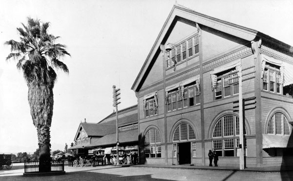 A fan palm greeted tourists and emigrants when they arrived at the Southern Pacific's Arcade Station. Circa 1890 photo courtesy of the Los Angeles Examiner Collection, USC Libraries.