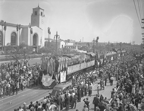 Union Station opening day parade. UCLA Young Research Library / Los Angeles Times Photographic Archive