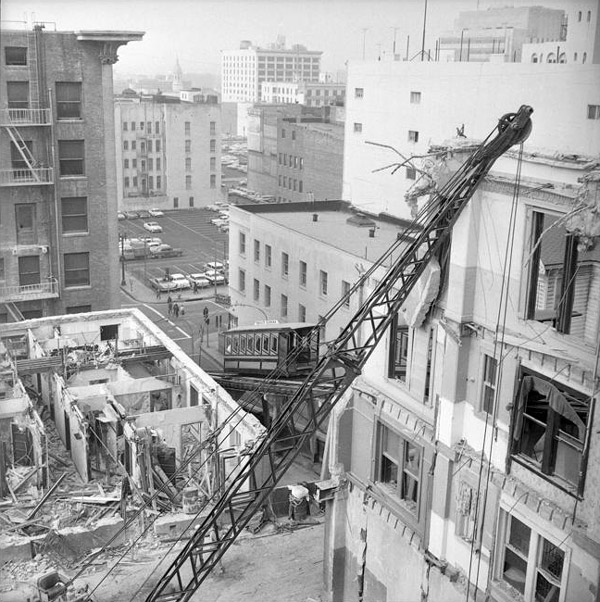 Bunker Hill buildings are demolished as Angels Flight continues to scale the hillside in 1962. Courtesy of the Los Angeles Times Photographic Archive, Young Research Library, UCLA. Used under a Creative Commons license.
