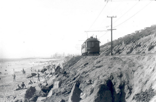 A Pacific Electric trolley rolls down Redondo Beach in 1939. Courtesy of the Metro Transportation Library and Archive.