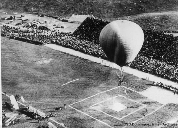 Balloonist competing in a spot-landing competition at the 1910 International Aviation Meet. From the 1910 Los Angeles International Aviation Meet Research Collection, California State University Dominguez Hills Digital Collections.