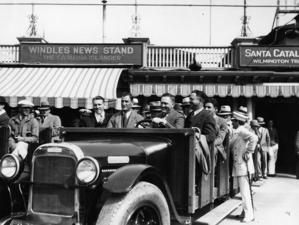 Chicago Cubs ballplayers arrive in Avalon in 1930. Courtesy of the Photo Collection, Los Angeles Public Library.
