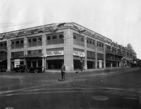 The Harold L. Arnold Building displaced the Foy House in 1920. Courtesy of the Photo Collection, Los Angeles Public Library.