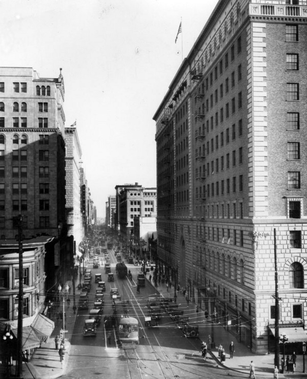Circa 1932 view of Seventh Street, looking east from Figueroa. Courtesy of the Security Pacific National Bank Collection, Los Angeles Public Library.