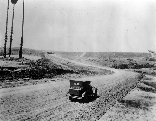 Sunset Boulevard and Crescent Drive, 1911. Courtesy of the Beverly Hills Public Library Historical Collection.