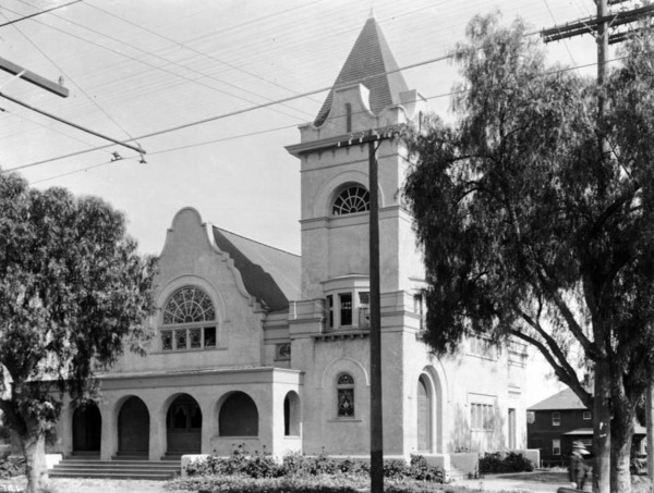 The Hollywood Memorial Church occupied Hollywood and Vine's southeast corner from 1903 to 1923. Courtesy of the USC Libraries - California Historical Society Collection.