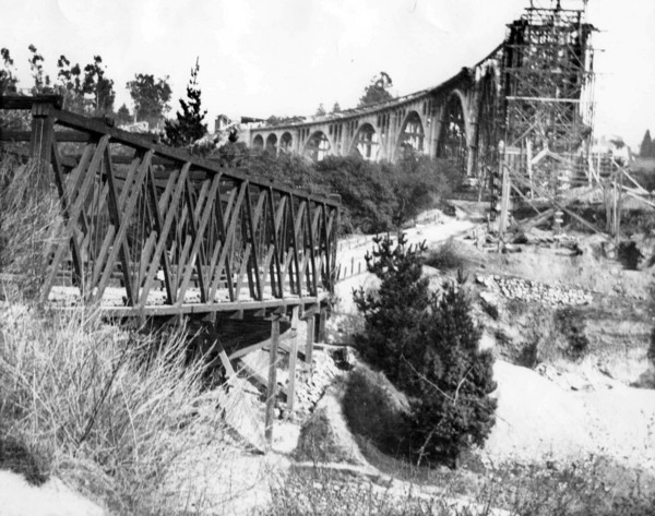 A view of the Scoville Bridge next to the partially completed Colorado Street Bridge. Courtesy of the Pasadena Museum of History.