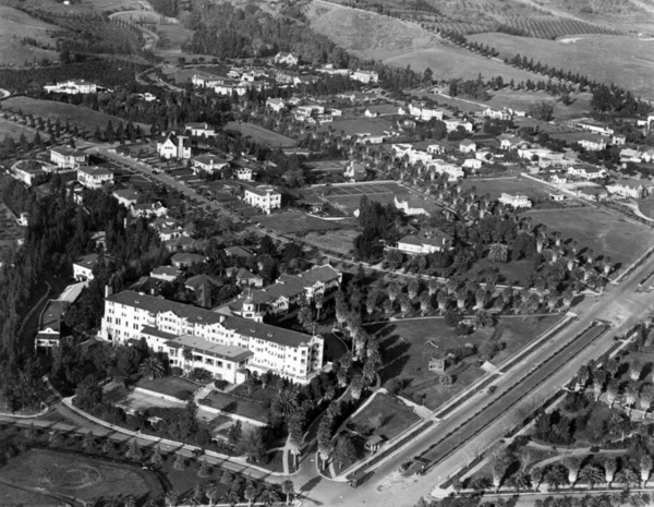 Circa 1924 aerial view of the Beverly Hills Hotel, showing Sunset Boulevard and its bridle path on the bottom-right. Courtesy of the Security Pacific National Bank Collection - Los Angeles Public Library.