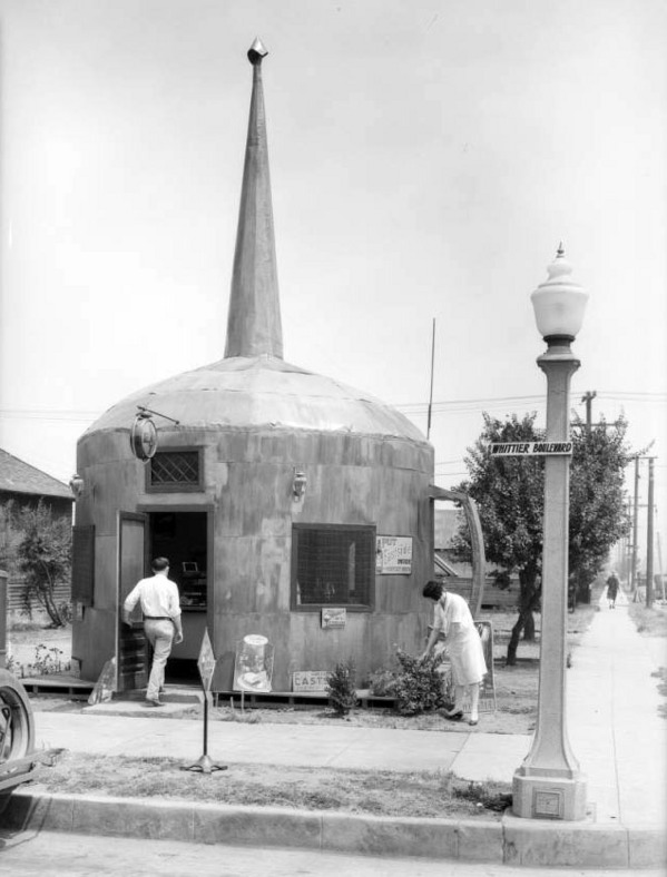 The Oil Can restaurant in Montebello, 1928. Courtesy of the USC Libraries - Dick Whittington Photography Collection.