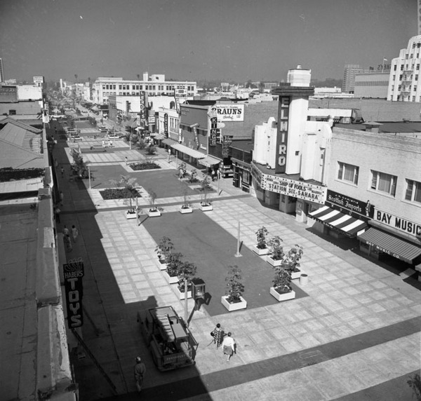 Santa Monica's Third Street pedestrian mall shortly after its 1965 opening. Los Angeles Times Photographic Archive. Department of Special Collections, Charles E. Young Research Library, UCLA. Used under a Creative Commons license.