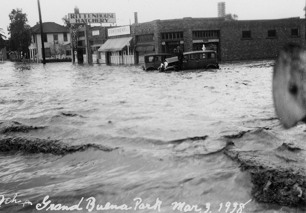 Flooding along Buena Park's Grand Avenue in 1938. Courtesy of the Orange County Archives.