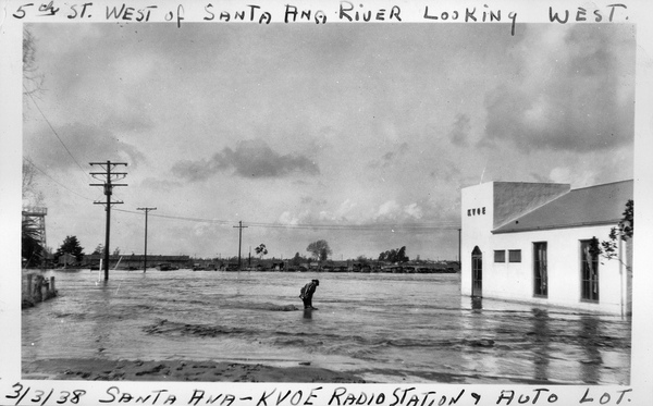 Flooding in Santa Ana, 1938. Courtesy of the Orange County Archives.