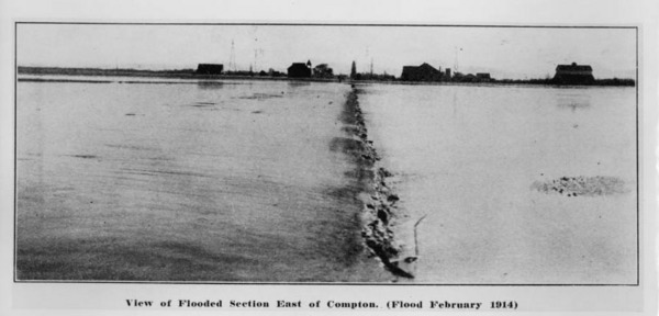 East Compton during the flood of 1914. Courtesy of the USC Libraries - California Historical Society Collection.