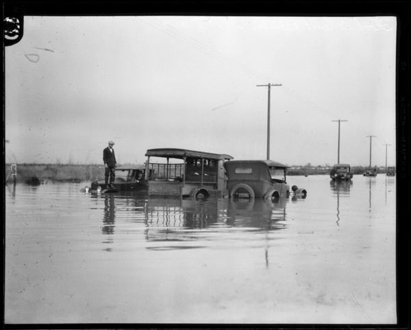 Automobiles trapped in floodwaters at 11th and Vernon Avenues in Leimert Park, 1927. Courtesy of the Los Angeles Times Photographic Archive , UCLA Library. Used under a Creative Commons license.