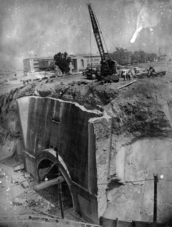 Demolition of the Broadway tunnel's south entrance in 1949. Courtesy of the Herald-Examiner Collection, Los Angeles Public Library.
