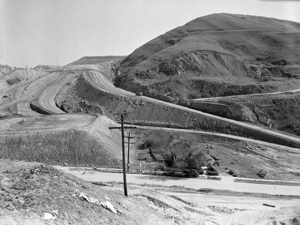A lone house amid construction for Dodger Stadium, 1960. Courtesy of Los Angeles Times Photographic Archive, Department of Special Collections, Charles E. Young Research Library, UCLA.
