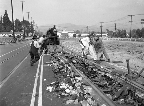 Workers remove streetcar tracks from the middle of Vermont Avenue in 1948. Courtesy of the Los Angeles Times Photographic Archive, UCLA Library.