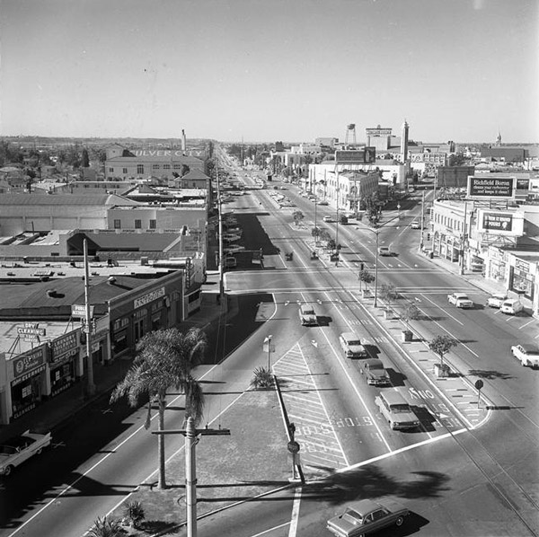 Intersection of Washington and Culver in 1963. Courtesy of the Los Angeles Times Photographic Archive, Young Research Library, UCLA. Used under a Creative Commons license.