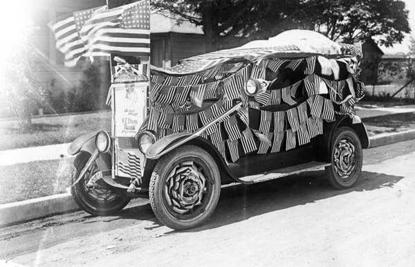 Automobile decorated for a Fourth of July Parade in Compton, 1921. Courtesy of the South Bay Photograph Collection, CSUDH Archives.