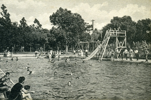 The plunge in the 1940s | Photo: Courtesy Steve Lech/Riverside Historical Society