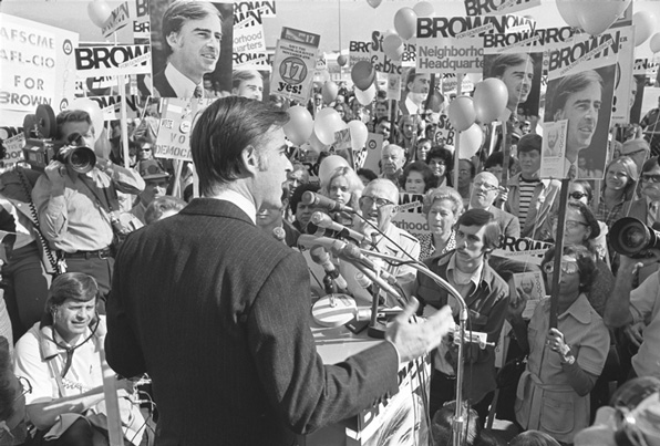 Brown campaigning for governor in 1974. Courtesy of the UCLA Library's Los Angeles Times photographic archive.