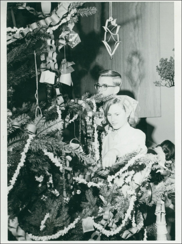 Harvey Mudd College students celebrate Christmas, circa 1966. Courtesy of the Claremont Colleges Photo Archive, Honnold/Mudd Library.